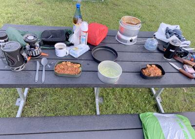 Middagsbordet var gjort klar – det var aaalt for tungt og ren luksus, men hold nu op det smagte godt